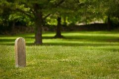 孤零零tombstome在墓地 库存照片