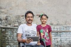 学习初级教育的女孩在开放学校 免版税图库摄影