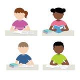 学习和做家庭作业的孩子 免版税库存图片