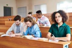 学习在大学的非洲学生 免版税库存照片