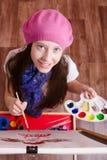 学习在艺术学校的12岁的女孩  免版税库存照片