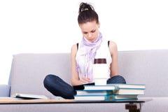 学习年轻人的女学生 免版税图库摄影