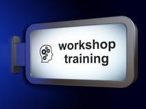 学习概念:车间训练和头有齿轮的在广告牌背景 图库摄影