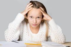 从学习疲倦的女孩 免版税库存照片
