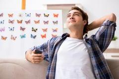 学习蝴蝶的新的种类学生昆虫学家 免版税图库摄影