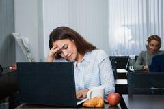 学习集中的女性成人学生 免版税库存图片