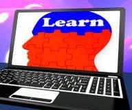 学会在膝上型计算机展示网上教育的脑子 库存图片
