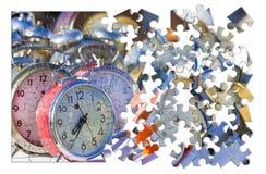 学会处理定期的老色的金属台式时钟,conce 免版税库存图片