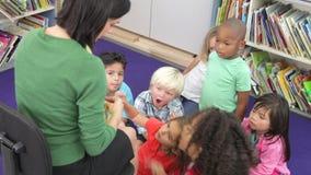 学会小组基本的年龄的学童告诉时间 影视素材
