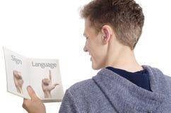 学会手势语的聋少年 免版税库存图片