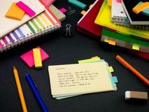 学会新的语言文字词在笔记本的许多次; 免版税图库摄影