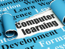 学会概念:黑文本计算机学习在被撕毁的纸下张  免版税库存照片