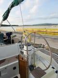 学会航行一条游艇在克罗地亚 免版税库存图片