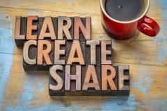 学会,创造,分享在木类型的词摘要 库存图片