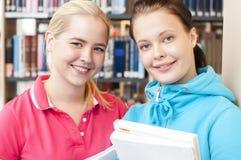 学员在图书馆里 库存照片