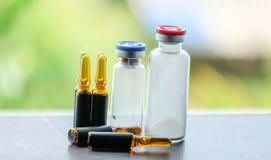 医学和一次用量的针剂和射入 免版税库存图片