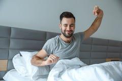 学士人每日定期唯一生活方式早晨概念唤醒体操 免版税库存图片