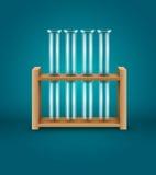 医学实验室分析研究的测试管对木制支撑 免版税图库摄影