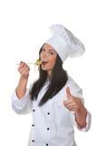 学徒主厨被品尝 免版税库存照片