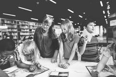学术学校学会基本的概念的Childern 库存照片