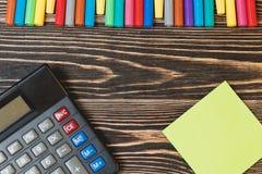 学校和办公用品顶视图  免版税库存照片