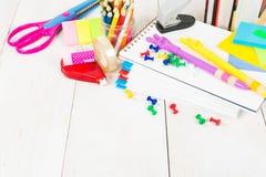学校固定式在木桌上 免版税图库摄影