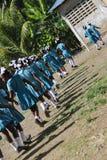 学校女孩赶紧回到类在Robillard,海地 免版税库存照片