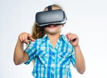 学校学生的真正教育 得到真正经验 虚拟现实概念 孩子探索现代技术 库存照片