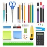 学校文具 铅笔锋利的笔橡皮擦计算器刀子和订书机传染媒介现实收藏 库存例证