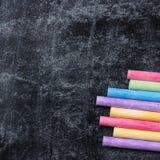学校片断在老黑黑板用粉笔写 库存图片