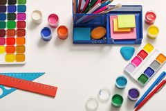 学校用品的汇集在白色背景的 免版税库存照片