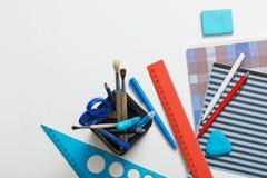 学校用品的汇集在白色背景的 库存照片