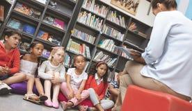 学校的孩子正面图听讲他们的老师他们故事 图库摄影