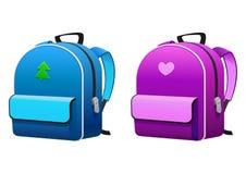 学校的桃红色和蓝色背包 免版税库存图片