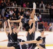从学校的年轻队滑冰在冰执行在国际杯Ciutat de开放的巴塞罗那 免版税库存照片