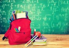 学校背包 免版税图库摄影