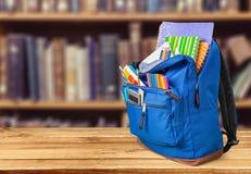 学校背包 免版税库存图片