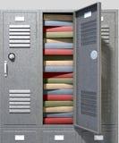 学校衣物柜被填入的书 免版税库存图片