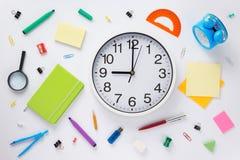 学校辅助部件和壁钟在白色背景 免版税图库摄影