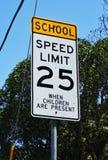 学校限速标志 库存图片