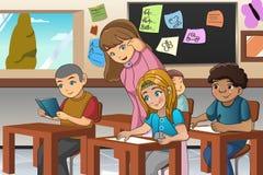 学生和老师在教室 皇族释放例证