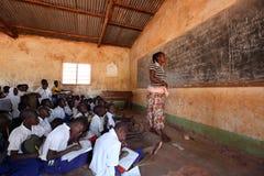 学生在小学在基戈马,坦桑尼亚 库存图片