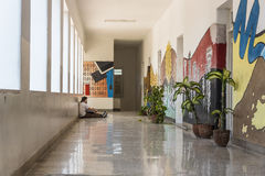 学生在走廊艺术学校圣亚历杭德罗哈瓦那 库存照片
