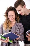 年轻学生夫妇谈话在类以后 库存图片