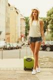 学生女孩搬到城市 库存图片