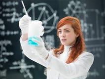 学生实验室实验 免版税库存照片