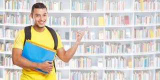 学生年轻人指向横幅copyspace拷贝空间图书馆市场信息广告广告人的教育陈列 图库摄影