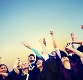 学生庆祝教育毕业幸福概念 免版税图库摄影