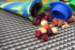 学生快餐,在硅树脂管的不同的坚果 图库摄影