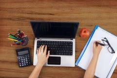 学生手大角度看法  免版税库存图片